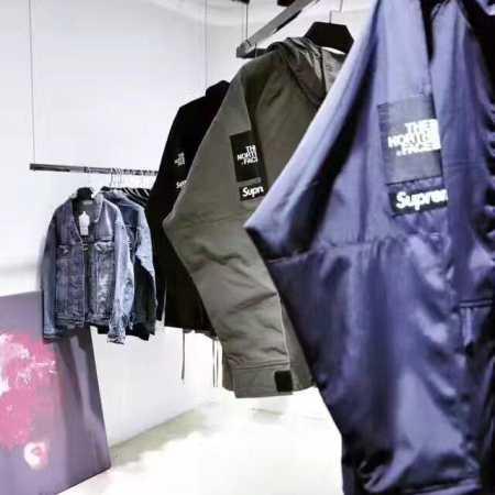 お買い得限定セール シュプリーム ボックスロゴパーカー supreme メンズアウトドアアウター グリーン ブラック ブルー3色 高品質なナイロン材質 2017年秋冬ジャケットコート.