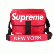 2018年夏Supreme新品 シュプリーム バッグ コピー ショルダーバッグ 人気NEW YORK斜め掛けSHOULDER BAG 赤色